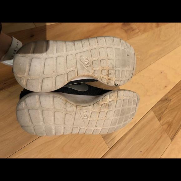 Nike Roshe Gestito Audrey Bianco E Nero R4orkT1W